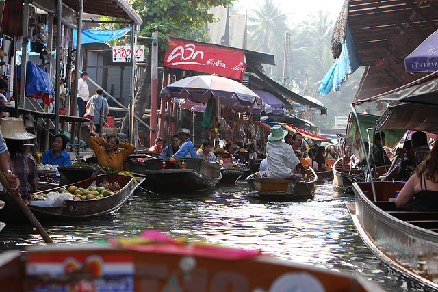 Bang Nam Phueng floating markets